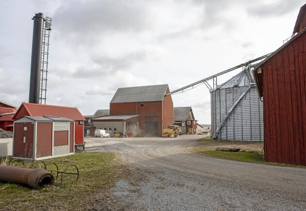 Hidinge gård jobbar kontinuerligt för att minska sin miljöpåverkan och har varit pilotgård för Odling i balans sedan 1999.