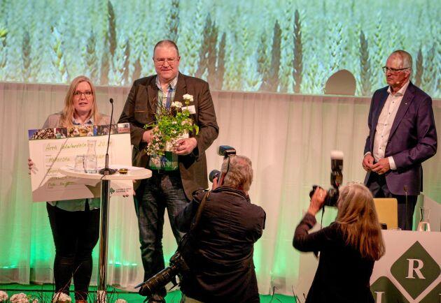 LRF Mellersta Ådalen är årets lokalavdelning 2019. Caroline Näslund och Joakim Pettersson tog emot utmärkelsen på tisdagen.