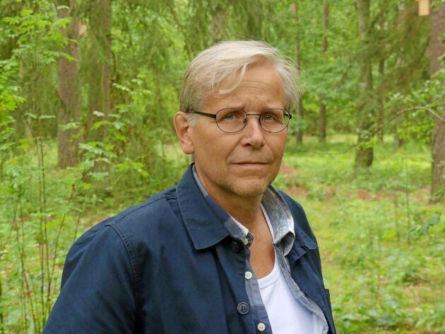 Magnus Näsström är kyrkogårdschef vid Bredåkra kyrkogård i Ronneby kommun.
