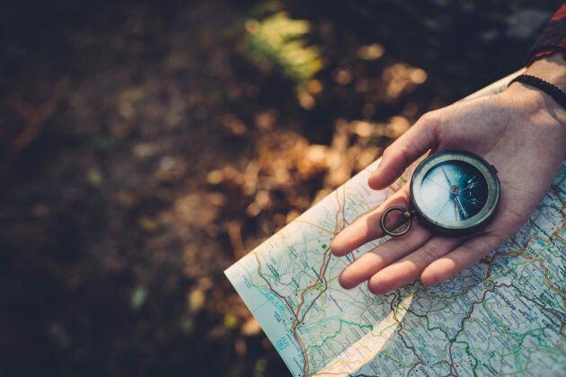 Visst är det bra med gps, men det kan vara smart att ha med sig en kompass och en karta i bilen i sommar. FOTO: ISTOCK