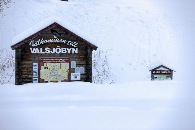Mitt i Sverige. Valsjöbyn ligger i distriket Hotagen, precis vid norska gränsen.