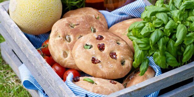Utflyktsmat! Focaccia med soltorkade tomater och oliver