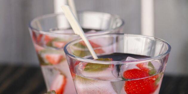 Gör eget hälsovatten – 7 nyttiga törstsläckare med frukt, bär och grönt