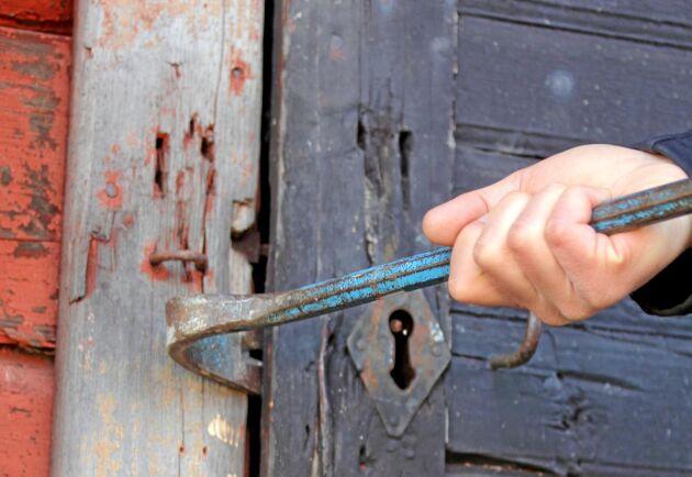 Bra lås, larm och god sensorstyrd belysning kan förhindra att tjuven bryter sig in.