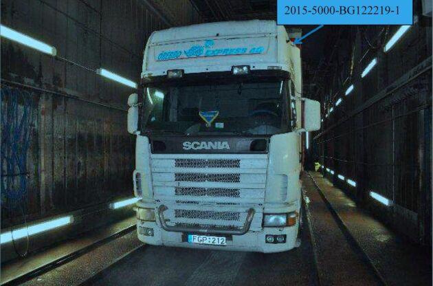 De fullbordade stölderna av lastbilar, släp och dylikt gick ned under årets nio första månader medan stölderna ur sådana fordon gick upp.