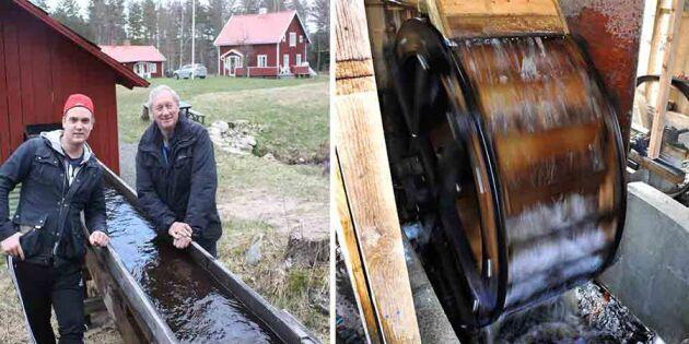 Nygammal energikälla! Vårt vattenhjul ger el till både TV och kylskåp!