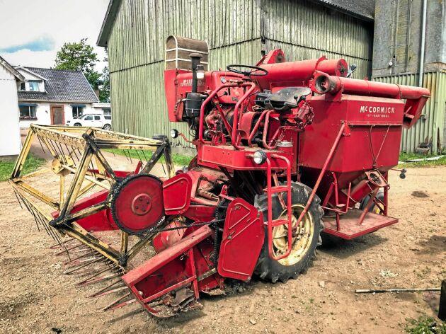 Trösknostalgi. På auktionen säljs två stycken Mc Cormick International D8-61.