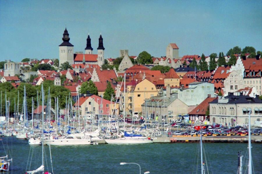 318132-visby-harbour