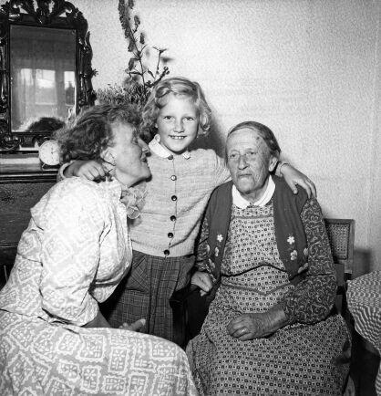 Moa Martinsson med sin mor Kristina och sondottern Harriet.