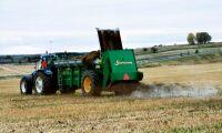 Torkan gör att Laholmsbönder vill gödsla längre