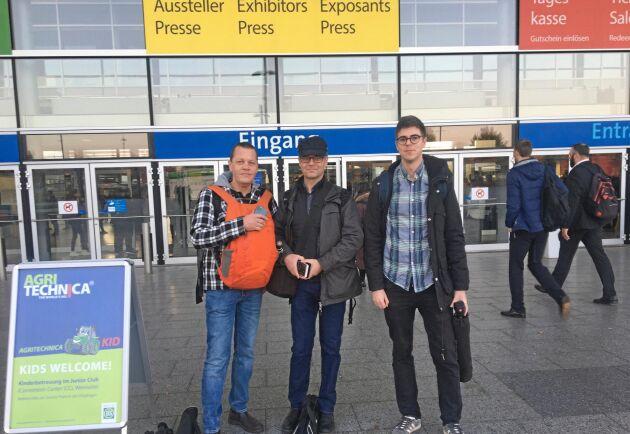 På söndagsmorgonen släpptes pressen in på Agritechnica, däribland ATL:s reportrar Hans Dahlgren, David Larsson och Fredrik Stork.