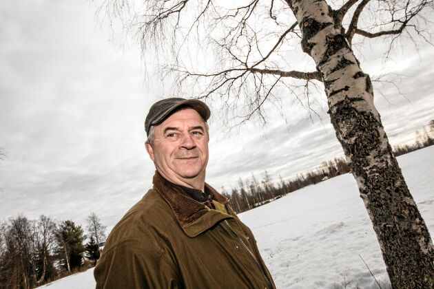 """Sven-Erik Bucht bor själv i Karungi utanför Haparanda i Norrbotten. """"Jag förstår inte hur folk kan vilja bo i storstäder, men alla är ju olika"""", säger han."""