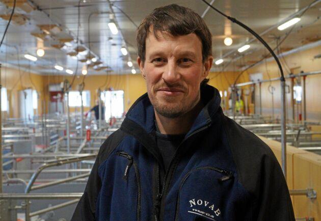 Markus Hansson har byggt nytt grisstall för 230 suggor i produktion.