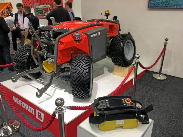 Ettexempel på eldrivna fordon på SIMA-mässan är hybridmaskinen Reform Metron P48 RC.