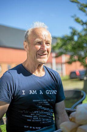 Pengarna avgörande. Anders Andersson, som lämnade över gården till sonen Lars Andersson vid på årsskiftet, har tidigare funderat på att ställa om gården till ekologisk produktion. Men då, för tjugo år sedan, var det inte lönsamt. Nu är det bara att köra, tycker han.