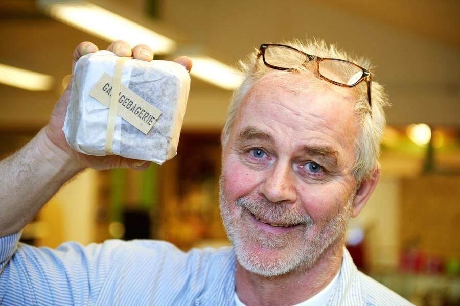 """PAKETBRÖD Anders Hammar med sitt """"paketbröd"""", ett grovt rågbröd som är en storsäljare."""