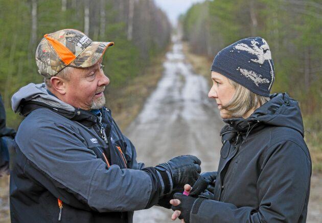 Skogsägare Torgny Hardselius och miljöminister Karolina Skog träffades i hans skog i Norrbotten för en diskussion om bland annat nyckelbiotoper.