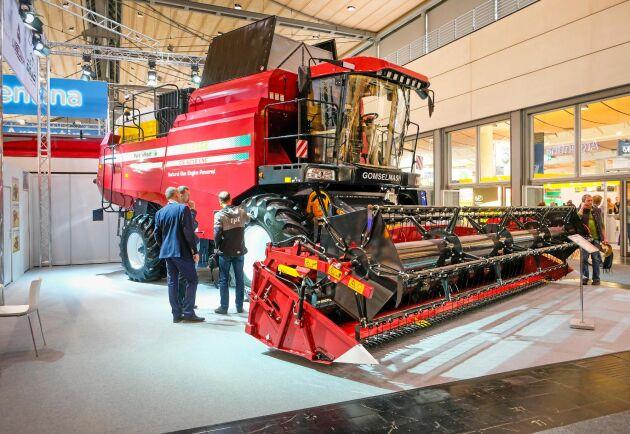 Gasdrift. Gomselmash Palesse GS 4218 CNG är den första serietillverkade tröskan som går på gas.