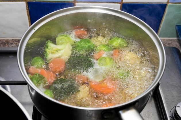 Koka dina grönsaker i så lite vatten som möjligt. Då maxar du nyttigheterna de innehåller.