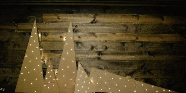Blinkande skog av ljusslingor