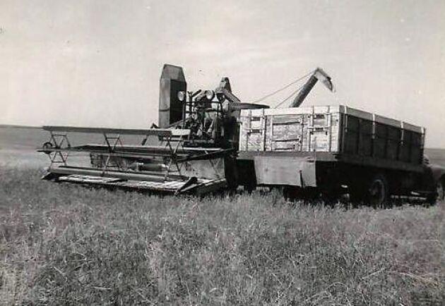 De första enkla skördetröskorna dök upp redan i början av 1800-talet.