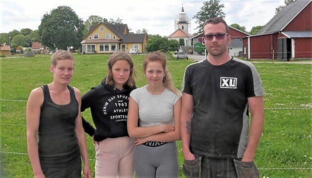 Tina, Ebba, Thilda och Erik Johansson bor i Klockaregården på Bolmsö.