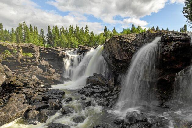 En del av scenerna i Ronja Rövardotter spelades in här, vid Ristafallet i västra Jämtland.
