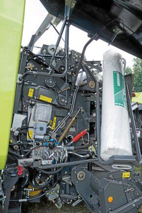 Lastramp. Plastrullarna är tunga och därför har Claas gjort en lastramp för att underlätta monteringen.