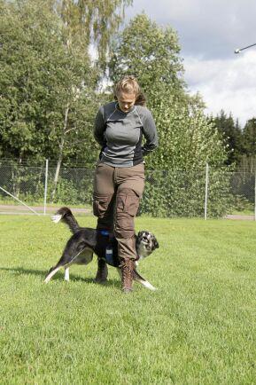 Amanda Andersson går i årskurs tre på Forshagaakademins hundsportsprogram.