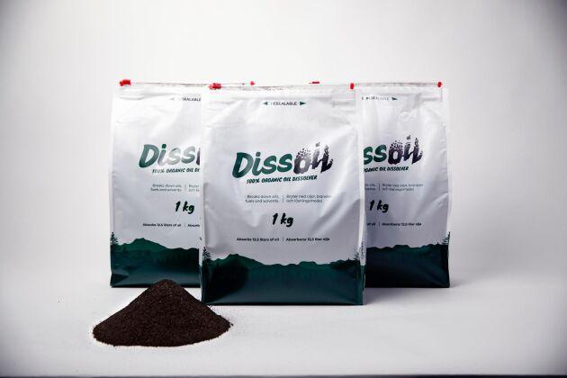 Tack vare inspelen från skogsindustrin blev Dissoil-påsen återförslutningsbar. Preparatet som strös över oljespillet innehåller enzymer och vanliga korkrester som har bevisad god uppsugningsförmåga.