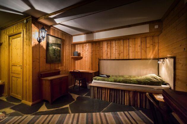 Rummen i hotellet är mysiga och rustikt inredda, har sköna sängar, samt egen dusch och toalett.