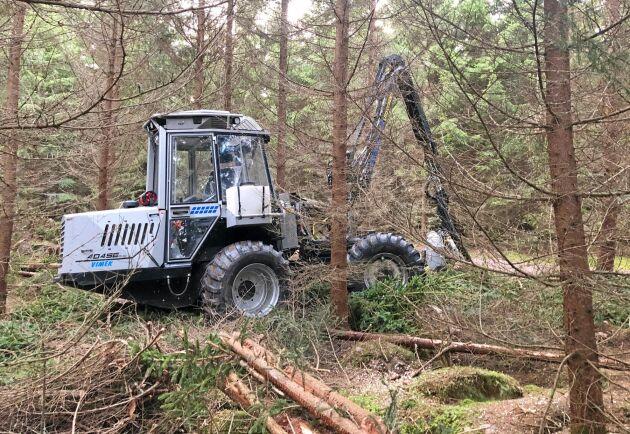 Målet är att den lätta Vimek-skördaren ska ge ungefär hundra fler träd per hektar vid tidiga gallringar.