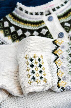 Enfärgat eller mönstrat. En stickad lapp gör bara tröjan vackrare.
