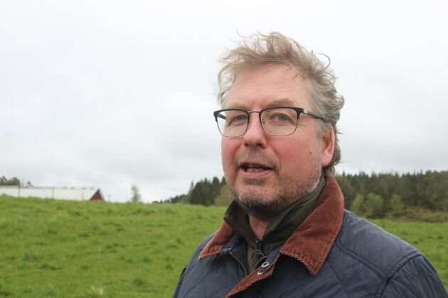 Bengt Olsson, Arlabonde och civilekonom. Han har tidigare jobbat som ekonomichef på ett antal företag i Oslo samt haft uppdrag som konsult på Saab i Trollhättan. Sedan ett par år har han tagit över driften på föräldragården utanför Ljungskile.