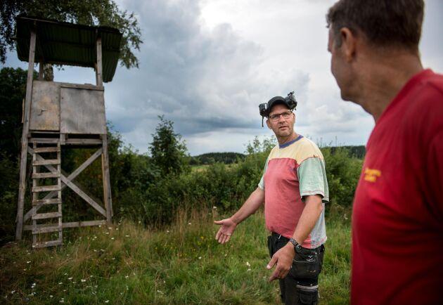 För sju år sedan kallade lantbrukaren Fredrik Svensson lokala jägare, markägare och lantbrukare till ett möte. Ett samarbete tog form som sedan dess har lett till att skadorna efter vildsvinen har kunnat begränsas.