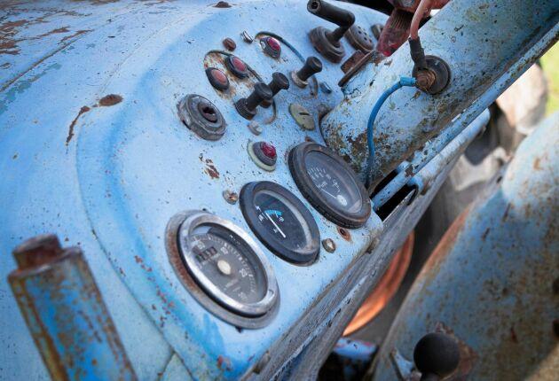 Hytt med patina. Samlingens Zetor 50 Super har varit med om en hel del.