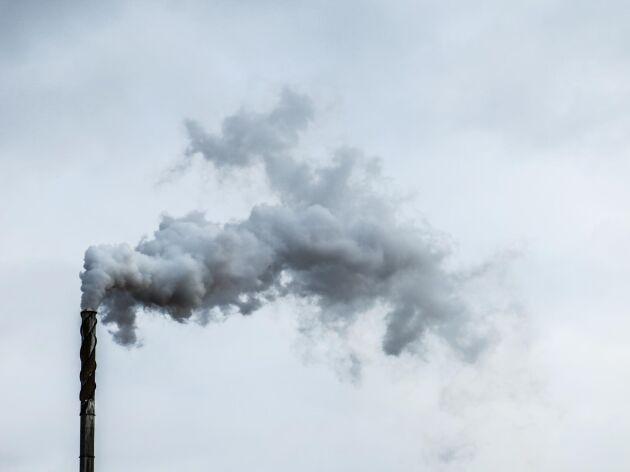 De tre största källorna av dioxin till luft är industri, el- och fjärrvärme samt förbränning.