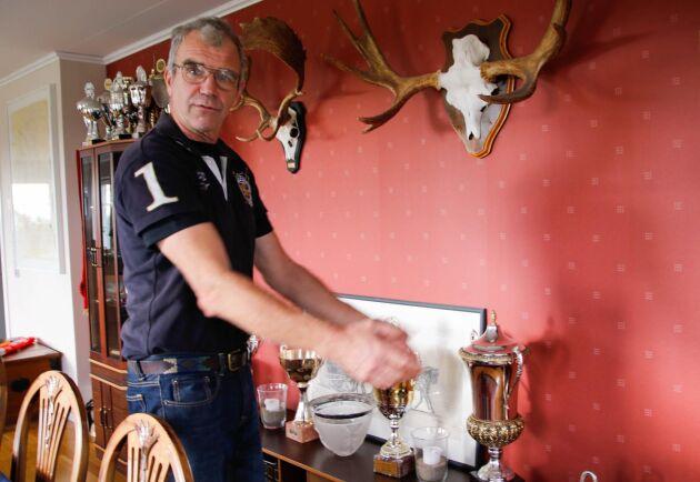 Tomas Eriksson är en utpräglad tävlingsmänniska. Det blev 17 SM-guld, 4 guldmedaljer i VM och ytterligare 4 mästerskapsmedaljer under hans 33 år som fyrspannskusk. Som ung deltog han även i EM i hoppning på ponny.