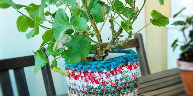 Snygga till dina växter med virkade krukor