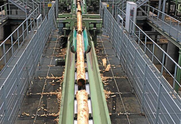 För skogsägarna i Östergötland betyder strukturomvandlingen inom sågverksindustrin att de har färre virkesköpare.