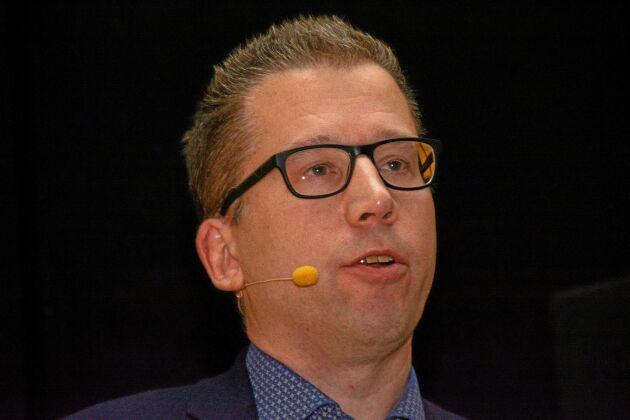 Magnus Lindholm, inköpsdirektör på HK Scan i Sverige, konstaterar att kontinuerliga prisförhandlingar pågår och att grisuppfödarna kommer att få se en bättre betalning framöver.