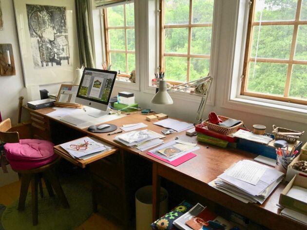 På övervåningen finns Ullas författarverkstad och kontor.