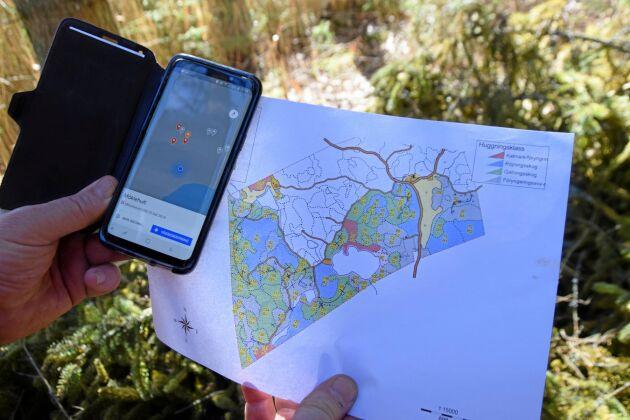 Angripna träd upptäcks i fotokartan, för att därefter klassificeras och markeras med GPS-koordinater.