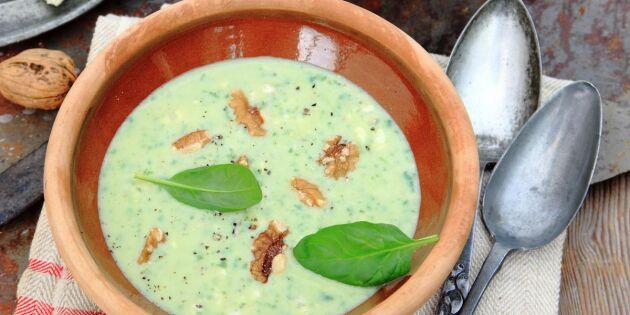 Potatissoppa med spenat, ädelost och valnötter