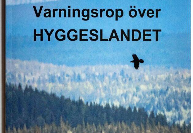 """I boken """"Varningsrop över hyggeslandet"""" är Rolf Segerstedt skarpt kritisk till det skogsbruk han sett utvecklas under sina 30 år som skogsreporter."""
