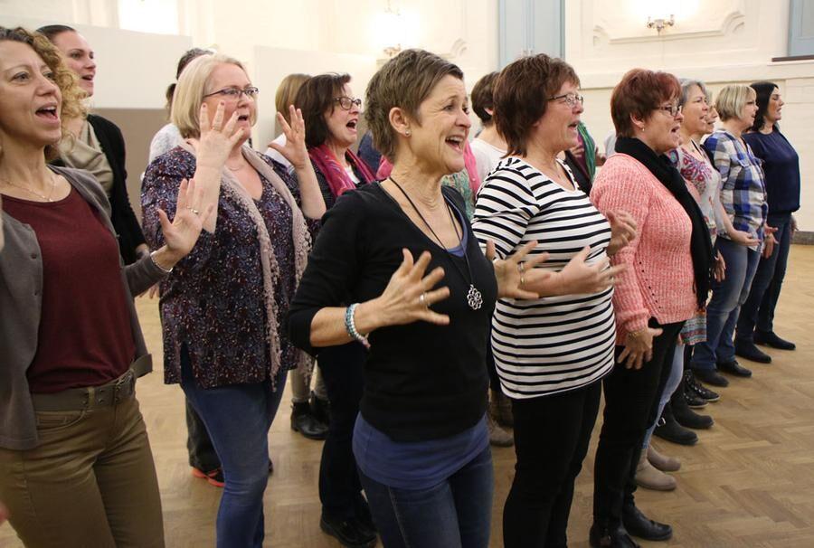 Att sjunga i kör kan stärka den psykiska hälsan. Foto: Hasse Gänger