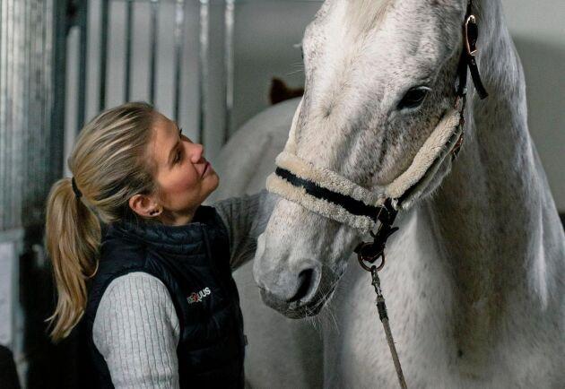 Ylva Larsson har använt övervakningen för att lära sig mer om sin egen häst Dino.