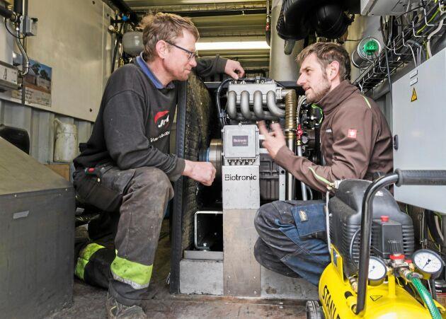 Stan Weyns är Biolectrics representant i Sverige. Han ger Jörgen Larsson support i arbetet med biogasanläggningen.