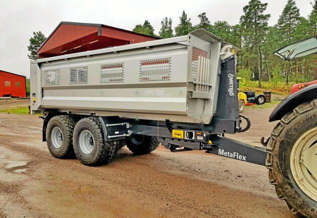 En ny konstruktion av axlarna ger på treaxlade MetaFlex 60–75 en möjlig totalvikt i terräng på 36 ton.