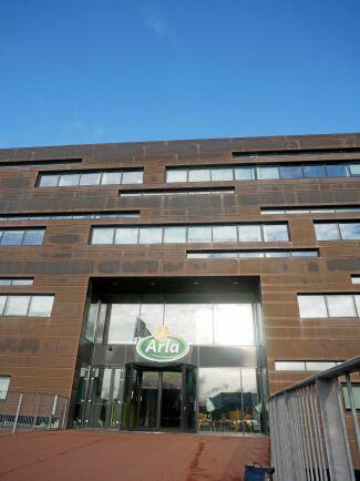 Arla Foods huvudkontor i Aarhus, Danmark. Arla Foods planerar att under 2021 investera 700 miljoner euro, bland annat i strukturinvesteringar, besparingsinitiativ och Arlas hållbarhetsagenda. Bland de större fysiska byggprojekten finns bland annat att bygga klart mjölkpulvertornet i Pronsfeld i Tyskland och öka osttillverkningen i danska Branderup, samt uppgradera produktionsanläggningen i Bahrain.